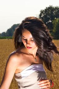 Elisa, tra i campi di grano...