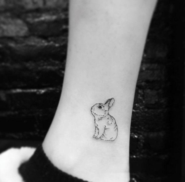 Este minimalista coelho da tatuagem