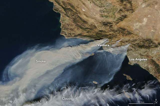 Thick smoke streamed from several fires in southern California when the Moderate Resolution Imaging Spectroradiometer (MODIS) on NASA's Terra satellite captured this natural-color image in the afternoon on 5 December 2017. Photo: Joshua Stevens / NASA Earth Observatory