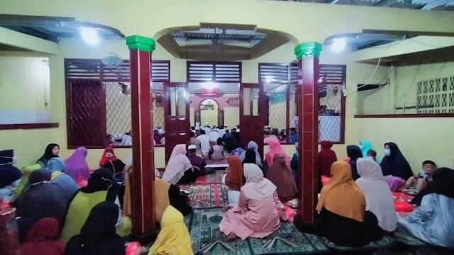 Santri Iqra dan Qur'an Mushollah Al-Hidayah Pabuaran Jatirangon Gelar Maulid Nabi Muhammad SAW