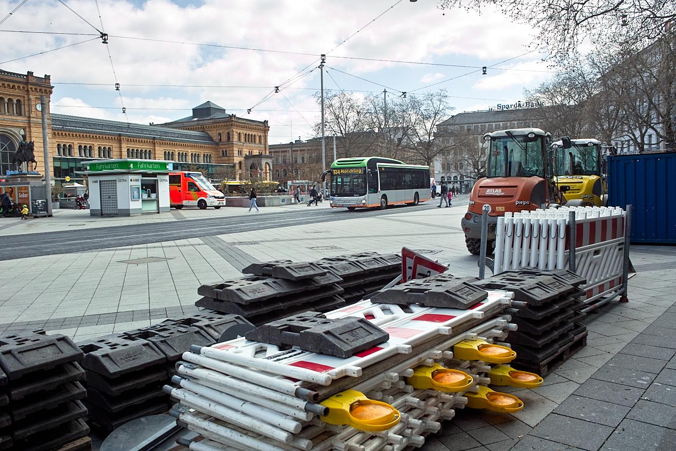 Ernst-August-Platz: Entfernung der Gleise, Bushaltestellen werden barrierefrei
