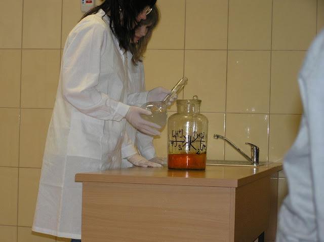 DO 2011 pokazy fizyczno chemiczne - P4150061_1.JPG