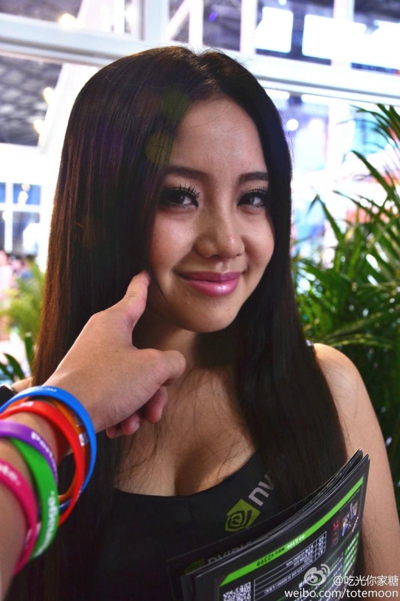 Sờ tận tay các showgirl tại ChinaJoy 2013 - Ảnh 7