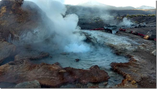 Geiseres-del-Tatio-Cedo -pela-manha-Atacama-Chile-1--