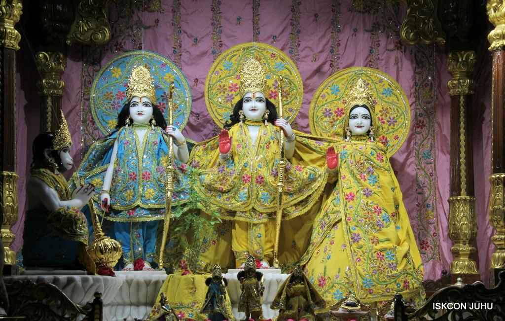 ISKCON Juhu Mangal Deity Darshan on 19th Oct 2016 (7)