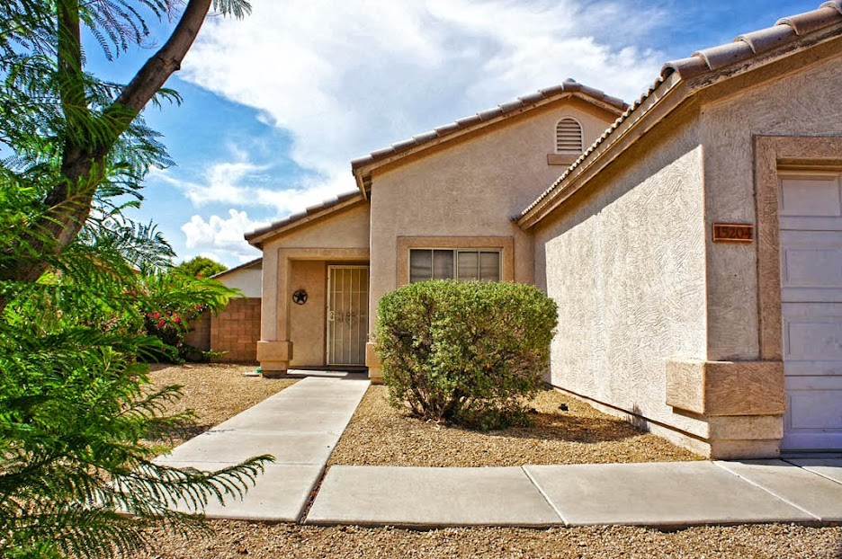Alternate front view: Selling my home in Surprise AZ