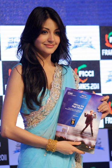 anushka sharma hot images. house anushka sharma hot
