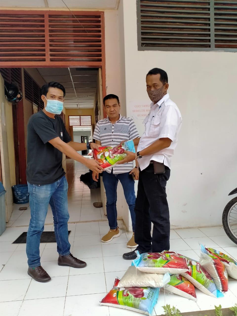 Dinas Sosial Kabupaten Soppeng Salurkan Bantuan Bencana Melalui IWO Soppeng