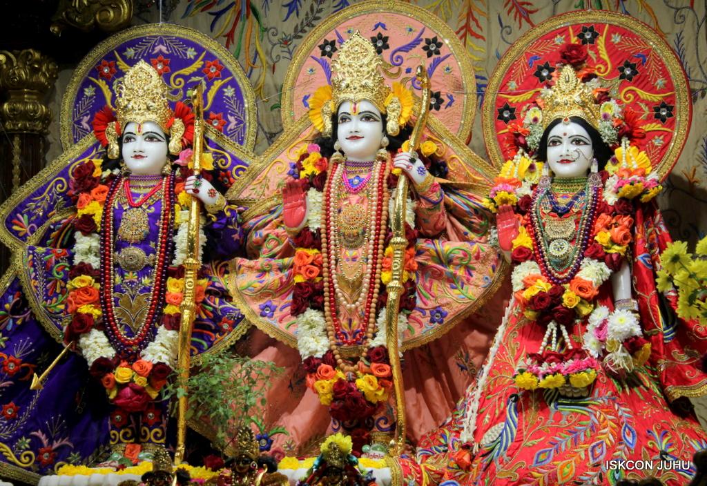ISKCON Juhu Sringar Deity Drashan on 17th Jan 2017 (3)