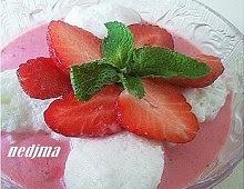 Mousse à la fraise et ses iles flottantes