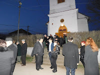 26 A templom előtt.JPG