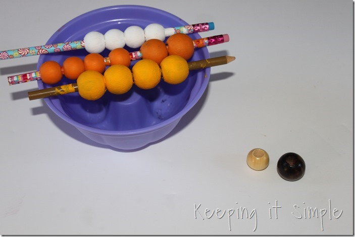DIY-Candy-Corn-Necklace (1)