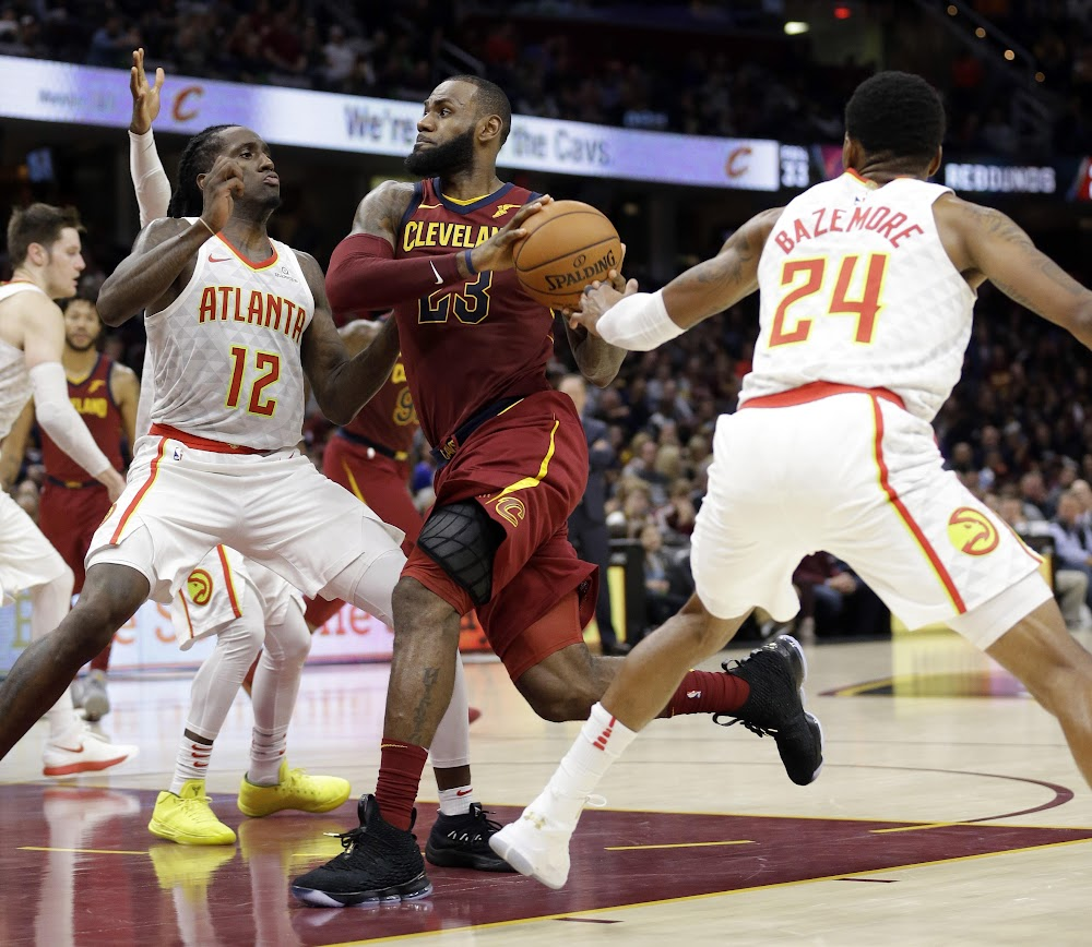 big sale cace2 cbcf5 King James Laces Up 2 Pairs of LeBron 15 in Loss vs Hawks ...