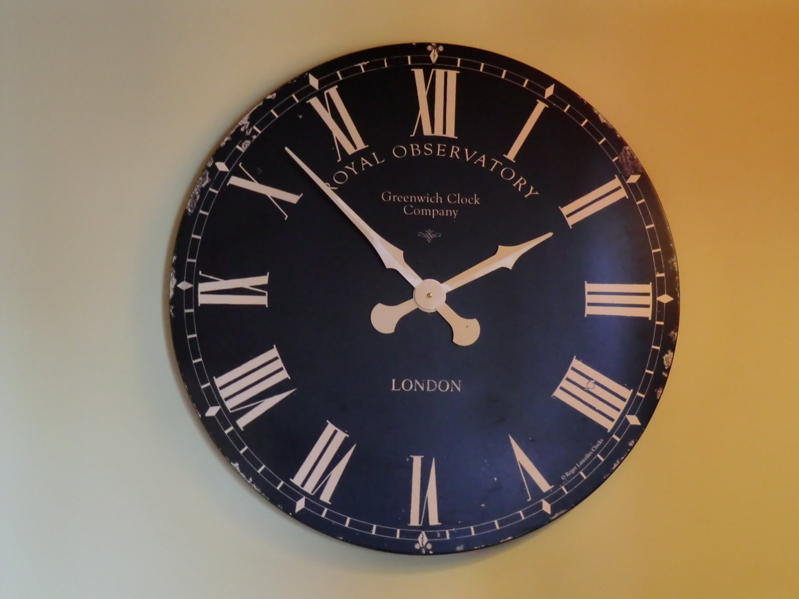 CIMG9902 Wall clock at The Sportsman. Time to make a move!