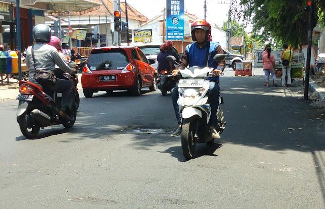 Lalu lintas Jl Cokroaminoto Kota Mojokerto