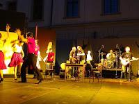 6. A tánckar és a The BalckBird zenekar.jpg