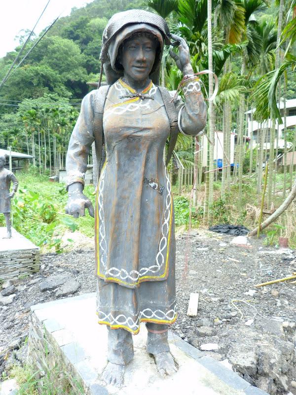 Puli  en passant , entre autres, par les villages de l ethnie Bunum de Loloko et Dili. J 10 - P1160971.JPG