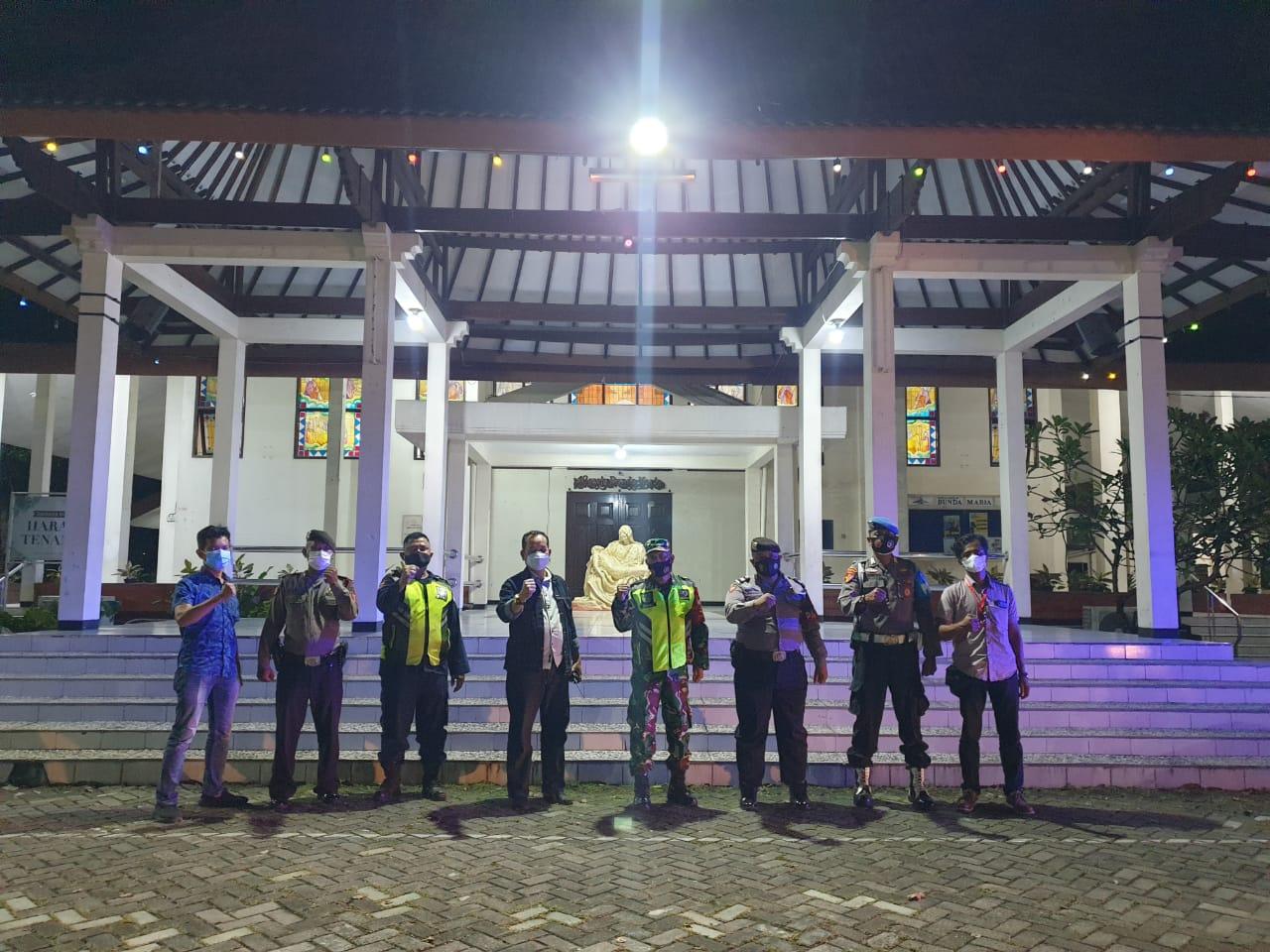 Patroli Gabungan TNI - Polri Sisir Gereja Wilkum Polres Ciko