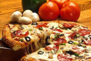 Banyak orang kini ini yang sudah tahu perihal pizza pastinya Resep Ramadhan Pizza Sederhana dan Nikmat