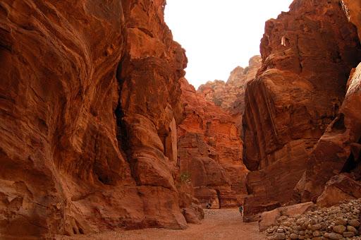Скалистое ущелье по дороге в город Петра