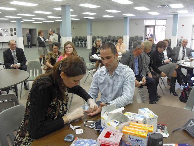 Spotkanie medyczne z Dr. Elizabeth Mikrut przy kawie i pączkach. Zdjęcia B. Kołodyński - SDC13552.JPG