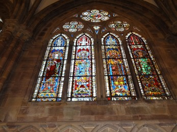 2017.08.22-011 vitraux dans la cathédrale