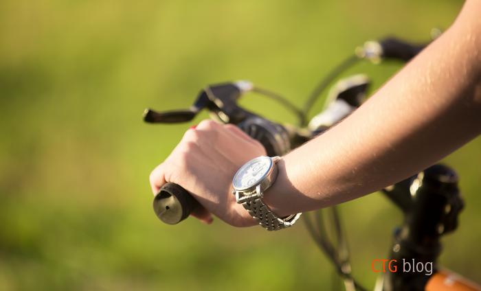 Nên vệ sinh đồng hồ đeo tay bao lâu một lần?