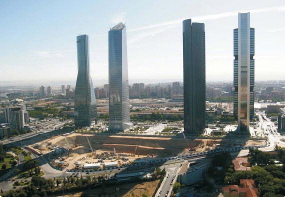La zona trasera de las Cuatro Torres podrá albergar edificios municipales