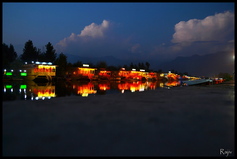 dal lake at night