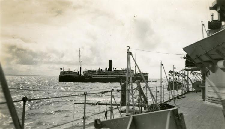 Foto National Museum of Bermuda. Remitida por Jane Downing. Nuestro agradecimiento. El CRISTOBAL COLON varado y visto desde el HMS DRAGON.tif