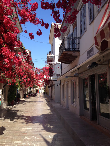 Jonelle Krise in Greece: #StudyAbroadBecause another culture is only a plane ride away!