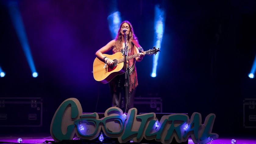 Lena Carrilero es una cantautora y poeta almeriense, que ha vuelto a casa después de vivir un tiempo en Sevilla y Madrid.
