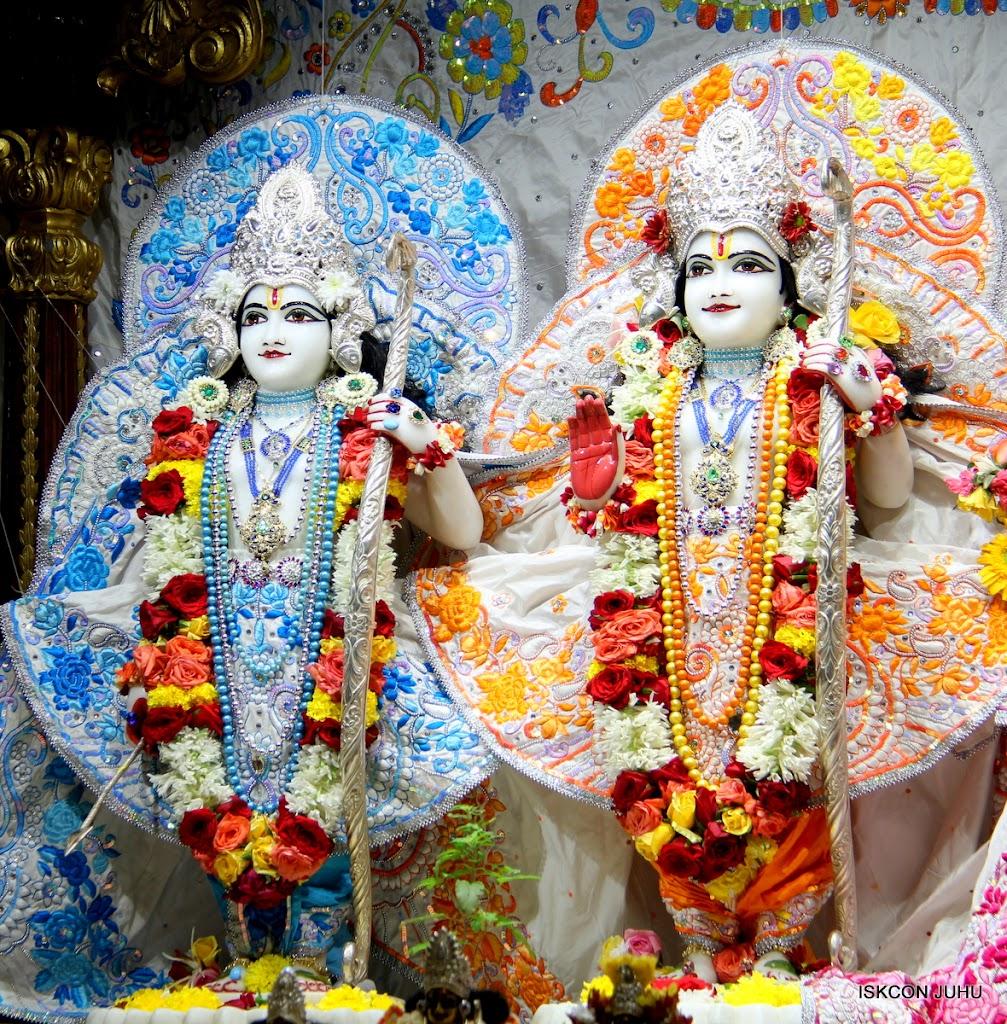 ISKCON Juhu Sringar Deity Darshan on 11th Aug 2016 (24)