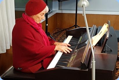 Audrey Henden playing the Clavinova CVP-509