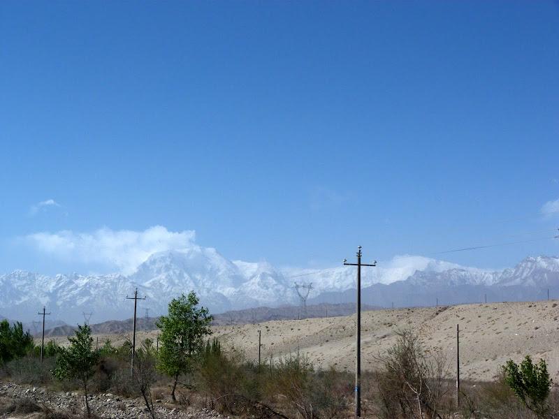 XINJIANG. Karakoram Highway, lune des plus haute route au monde, en passant a 4400 m - P1280464.JPG