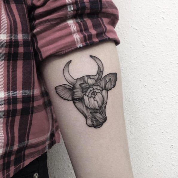 este_dotwork_taurus_tattoo