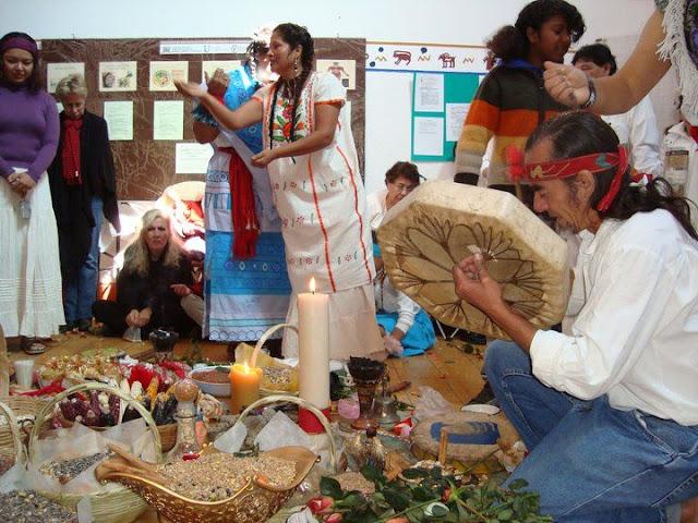 Ceremonias de Abundancia 2010 y 2011 - 166583_131466360249692_100001589874963_211424_4103121_n%255B1%255D.jpg