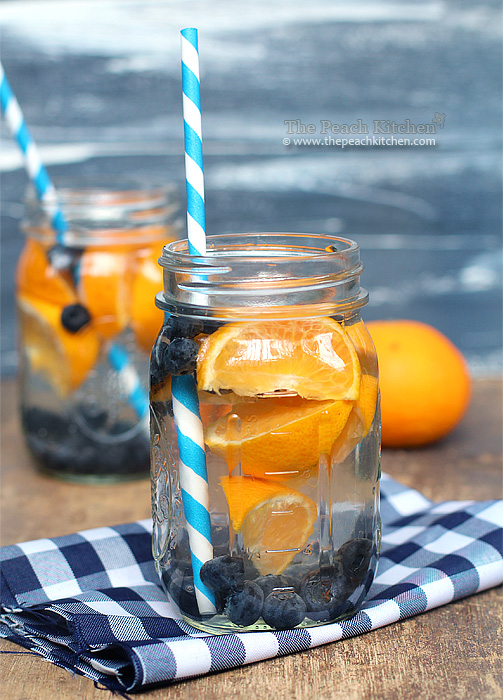 Blueberry Orange Water | http://homemaderecipes.com/healthy/12-fruit-infused-water-recipes/