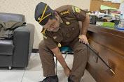Oknum PNS Ngaku Kajari Nginap Dihotel 2 Bulan dengan Tongkat Komando dan Identitas Palsu