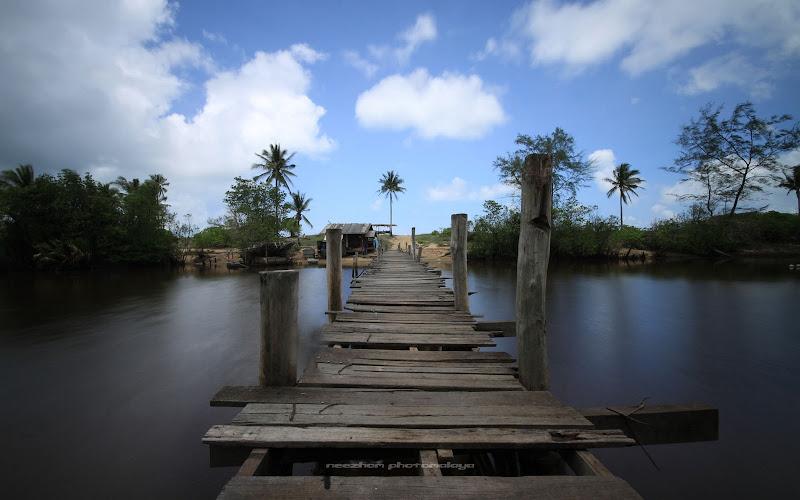 Gambar foto jambatan klasik Pulau Kerengga pada waktu siang
