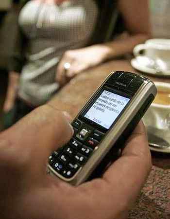 Evita que toques su celular sintomas de infidelidad