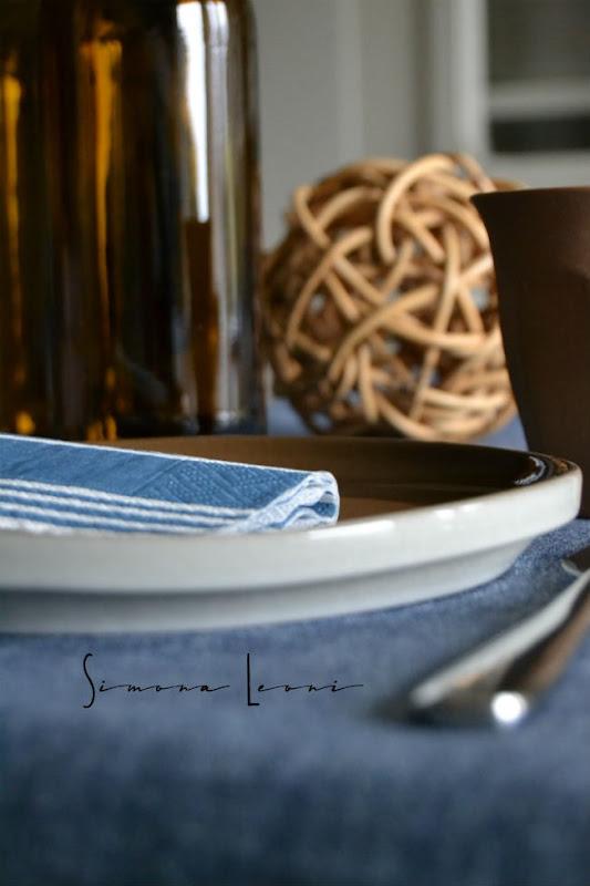 Table_set_in_blu_simona_leoni