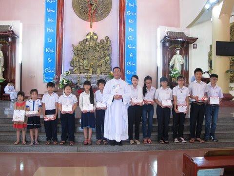 Giáo xứ Khiết Tâm: Nghi thức Bao Đồng và Bế giảng năm học Giáo lý 2015