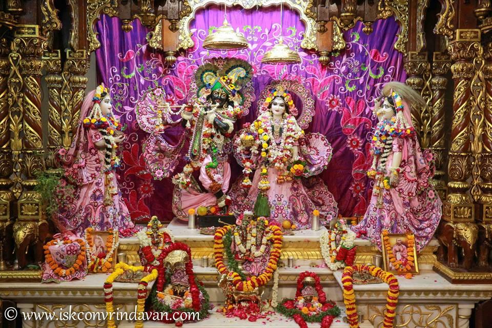 ISKCON Vrindavan Sringar Deity Darshan 08 April 2016 (14)