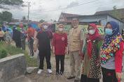 Kepala Dinas Sosial Kab. Sidrap Bergotong Royong Bersama Kepsek dan Guru UPT SDN 4 Watsid