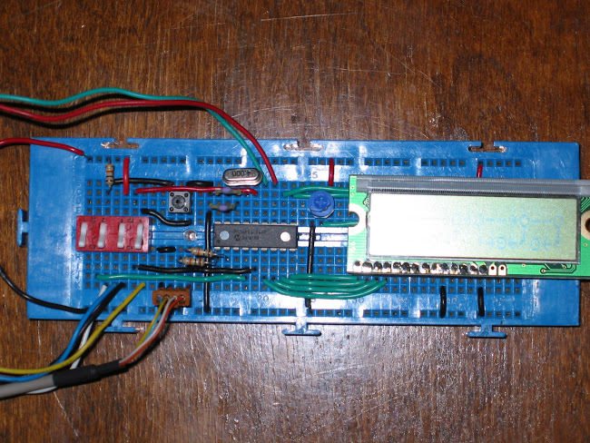 Controlling LCD With PIC16F84 Close-Up