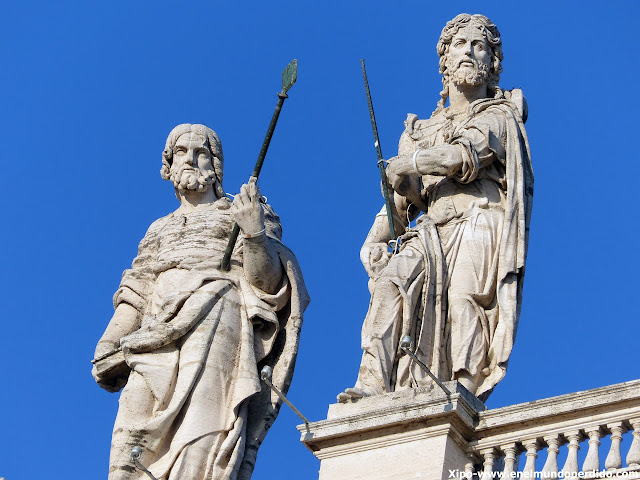 estatuas-fachada-vaticano.JPG