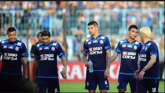 Arema Pesta Goal menuju Gawang Perseru