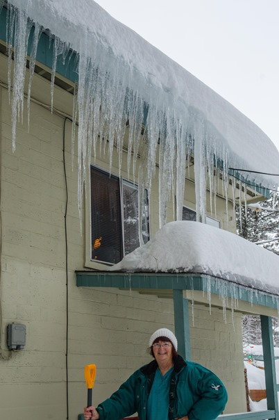 snow and icicles on Old Fort Road (14 of 16)