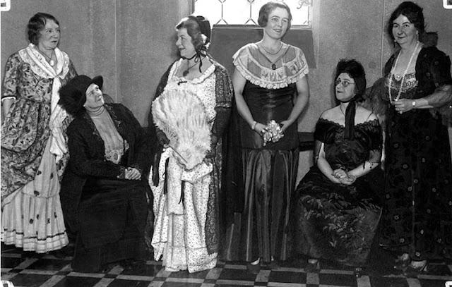 Historic Photos - EbellClubmembers1932.jpg
